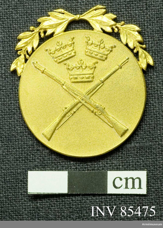 Grupp: M II.  Armémästerskapstecken i skytte m/45, förgyllt.