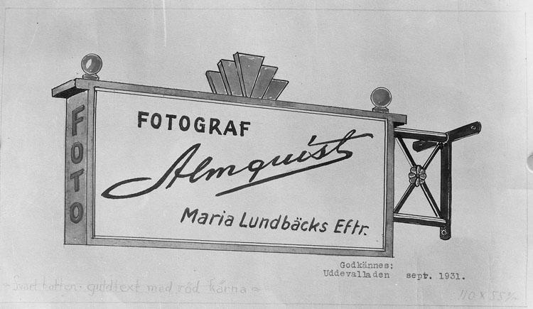 """Uppgift enligt fotografen: """"Uddevalla. Teckning av skylt."""" """"Fotograf Almqvist."""""""