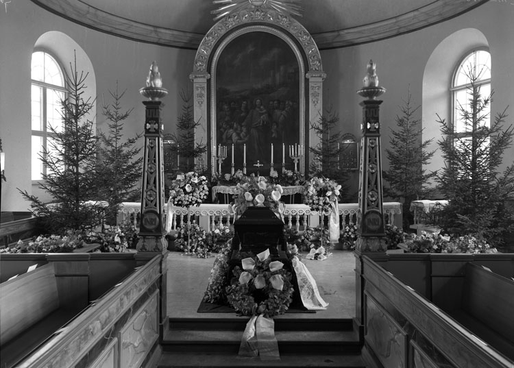 "Uppgift enligt fotografen: ""Uddevalla. Begravning U-a Kyrka. Folkskoleläraren Tornells Sterbhus""."