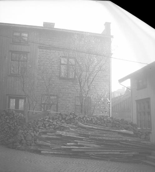"Text till bilden: ""Sigge Lundbergs hus, Kungsgatan 16. 1945.11.06""."