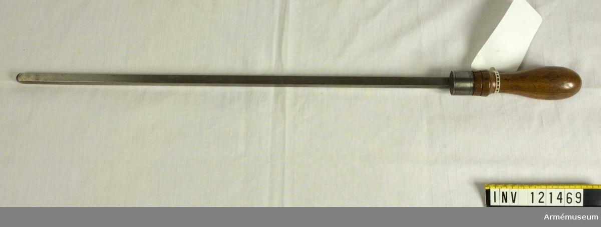 Mätsticka för undersökning av godstjockleken i botten på 23 cm och 29 cm bomber av 1831 års kalibersystem.