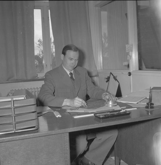 """Text till bilden: """"AB Verkstadsindustri Brastad. Interiör. 1953""""           i"""