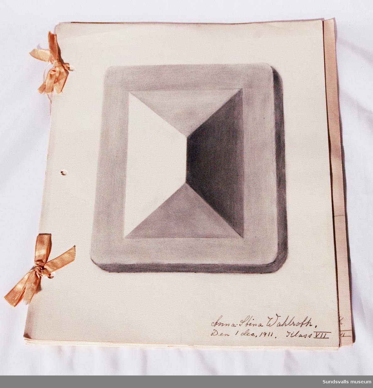 Skolteckningar Anna - Stina Wahlrot, klass VII 1911-12 9 blad, sammanbundna