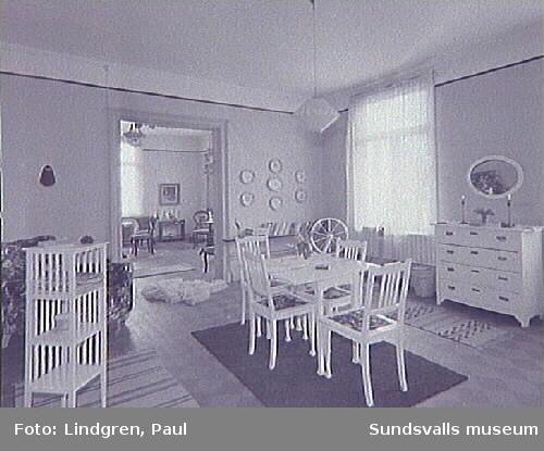 """""""Villa Albäcken"""". Albäcksgatan 35. Vardagsrummet på nedre botten."""