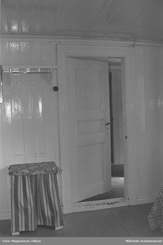 Interiörbild i bostadshus på Våmmedal 2:9, 3:2 och 3:3 i Kållered, september 1991.