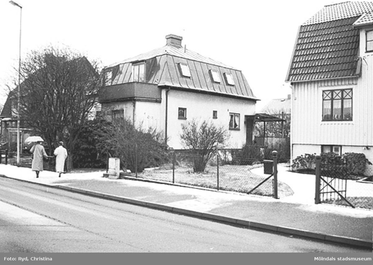 Ett par hus vid Barnhemsgatan i Broslätt. Bilden är tagen under 1990-talet.