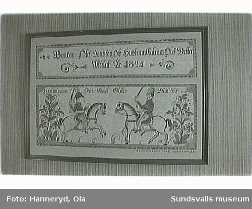 Kulturmiljöinventering.Bild nr 11- rest av handmålad tapet från salen i den gamla mangårdsbyggnaden.