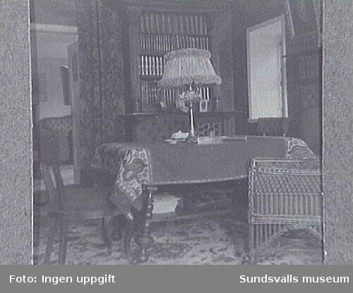 Interiör från Johanssonska hemmet i Sundsvall, kallat Port Artur. Ägaren Gustaf Johansson var disponent vi d Johannedals sågverk.