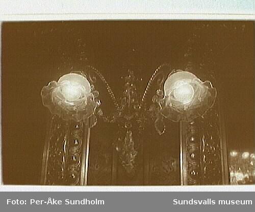 Stadshuset. Målningar, lampetter, taklampor från spegelsalen.