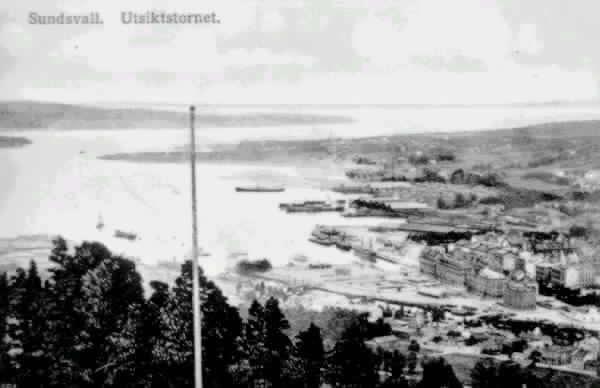 """Vy över Sundsvallsfjärden med hamnen. Text till bild """"Sundsvall. Utsiktstornet."""""""