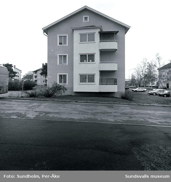 Inventering av 1940-och 50-talsområden/Inger Söderholm, 1997Hagavägen 22, 22C-E.  Bragegatan 11,11-17,13, 13-15.