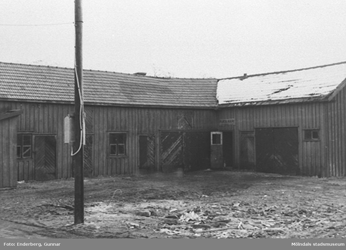 Gårdsbyggnad till Niklassons charkuteri på Kungsbackavägen 13, 1940-tal. Byggnaden revs 1962.