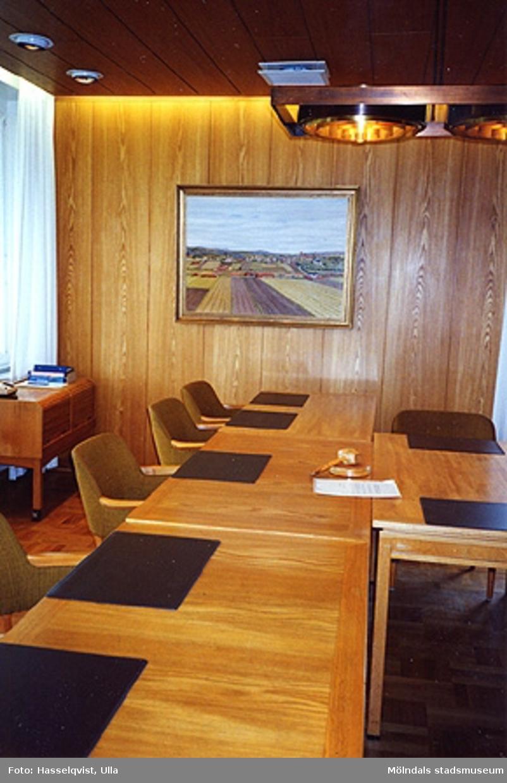 Sammanträdesrum, augusti 1994.