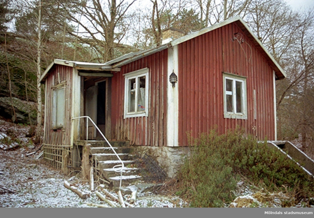 Bostadshus på Varvsvägen i Lindome inför rivning.