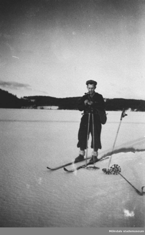 Östen Krantz åker skidor vid Stretered, 1920-tal.Östen var morbror till givaren.