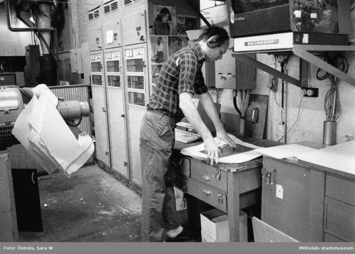 Denny Andersson i arbete på Papyrus i Mölndal, år 1990.