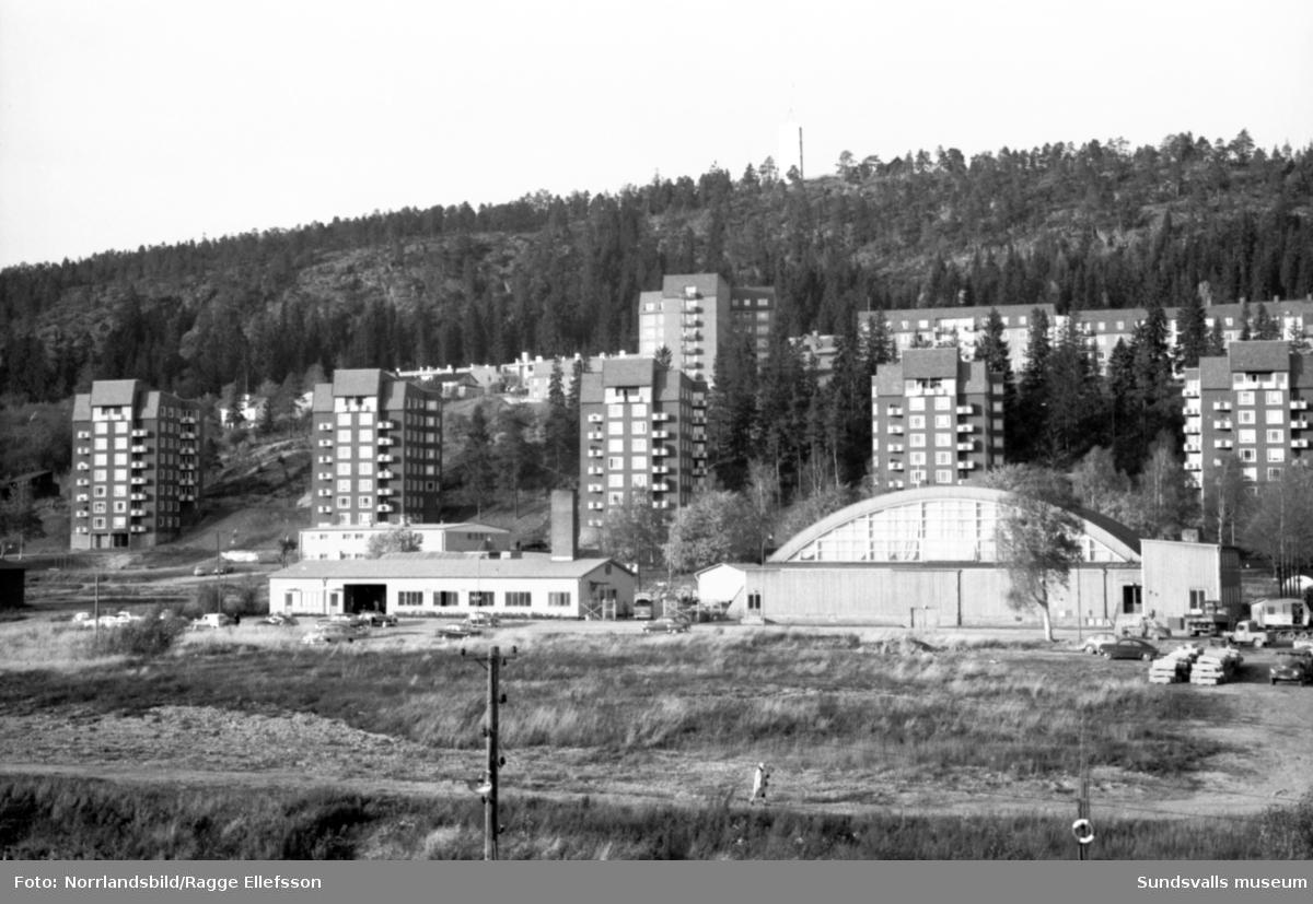 Bilder tagna från Västermalm upp mot Norra berget och Alliero. Gammal och ny bebyggelse på Ludvigsbergsvägen och Repslagarevägen