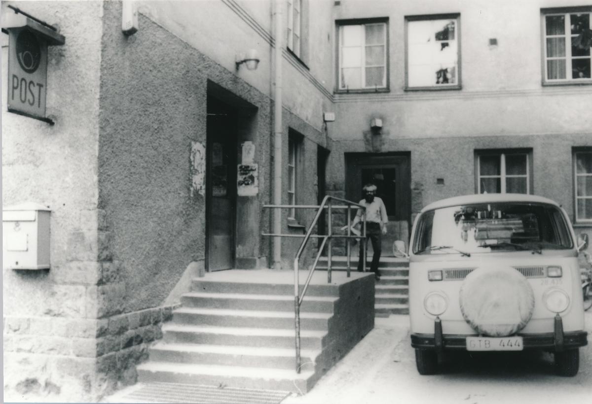 Chaufför Bert Landqvist, Hägersten 8, senare nedlagt. Volkswagen, högerstyrd.