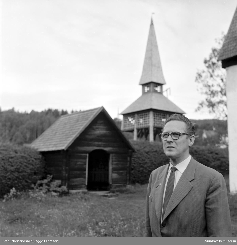 Den vackra utsikten från Vättaberget och gamla kyrkan i Liden. Bilder till ett reportage i Dagens Nyheter.