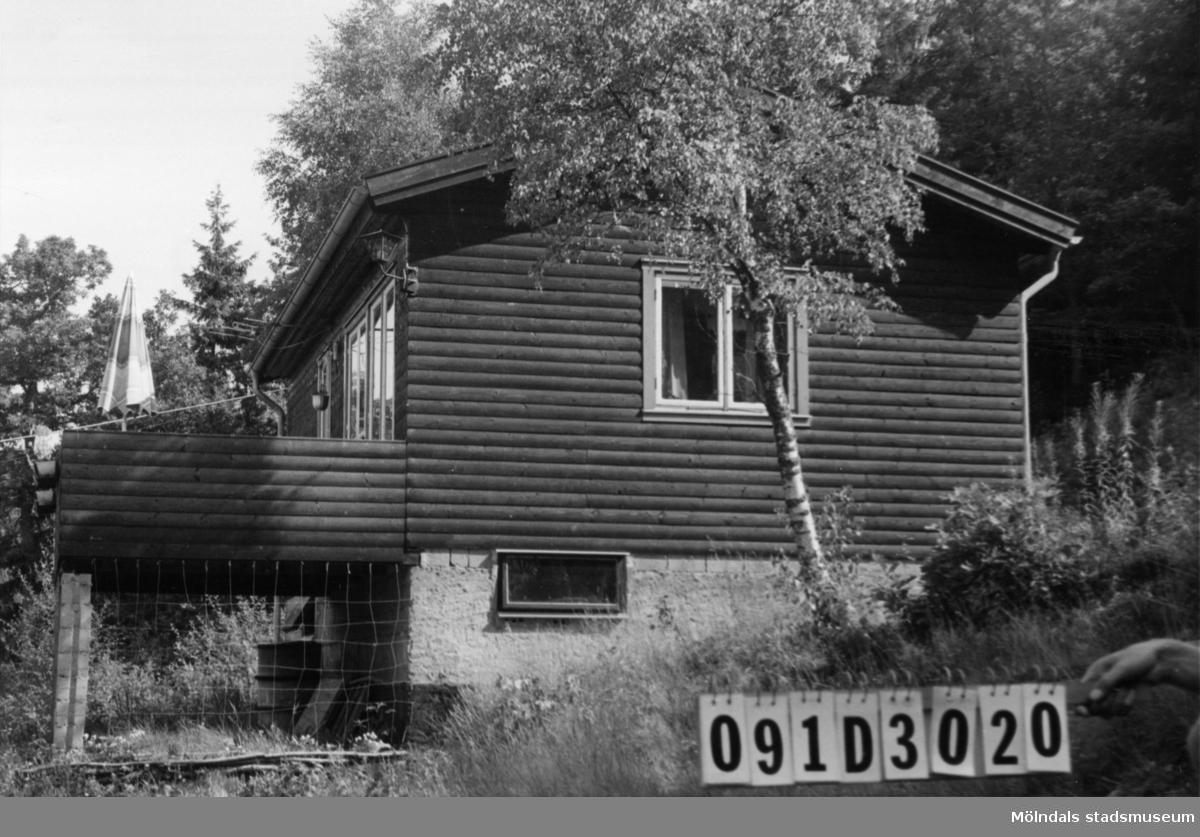 Byggnadsinventering i Lindome 1968. Ranered 1:51. Hus nr: 091D3020. Benämning: fritidshus. Kvalitet: mycket god. Material: trä. Tillfartsväg: framkomlig. Renhållning: ej soptömning.