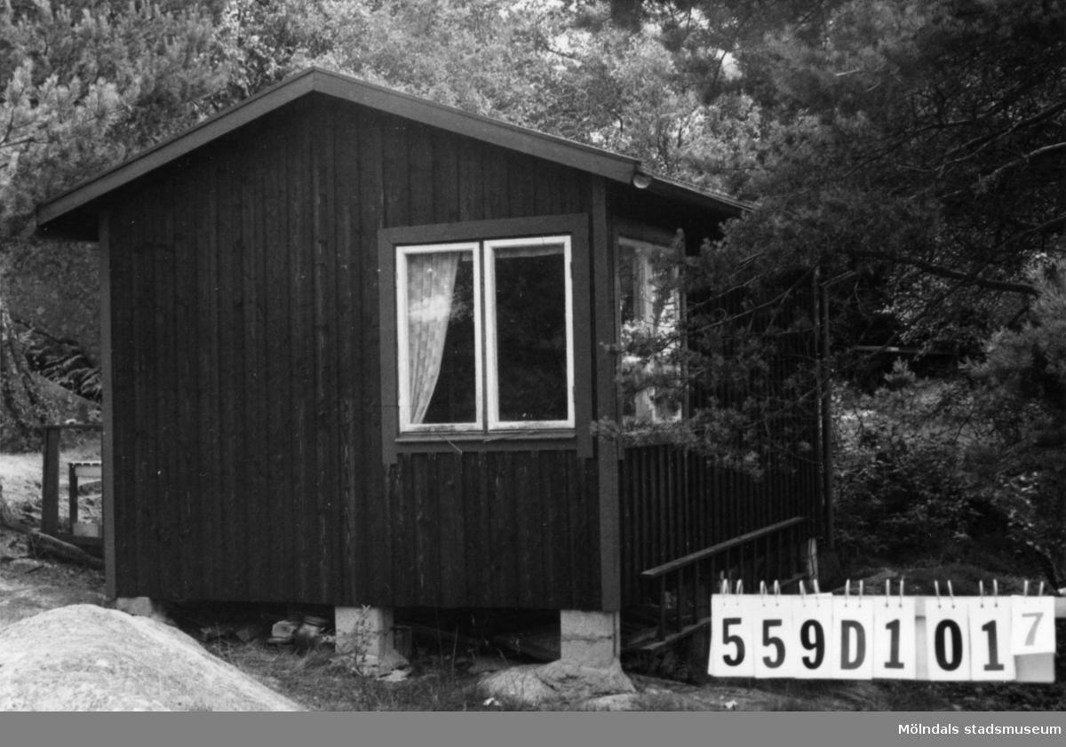 Byggnadsinventering i Lindome 1968. Ingemantorp 2:6. Hus nr: 559D1017. Benämning: fritidshus och redskapsbod. Kvalitet: god. Material: trä. Övrigt: naturtomt. Tillfartsväg: ej framkomlig. Renhållning: soptömning.
