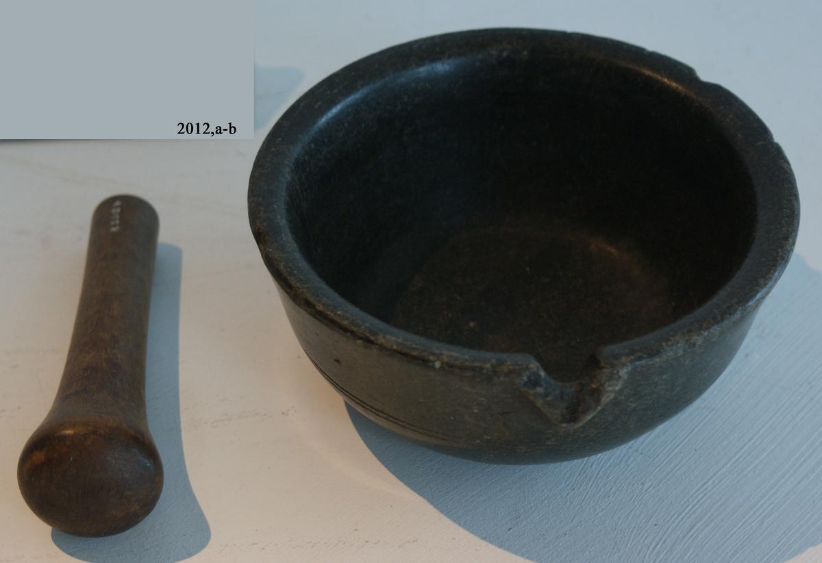 Stöt för mortel. cylindrisk i nedre änden, utformad till kula.