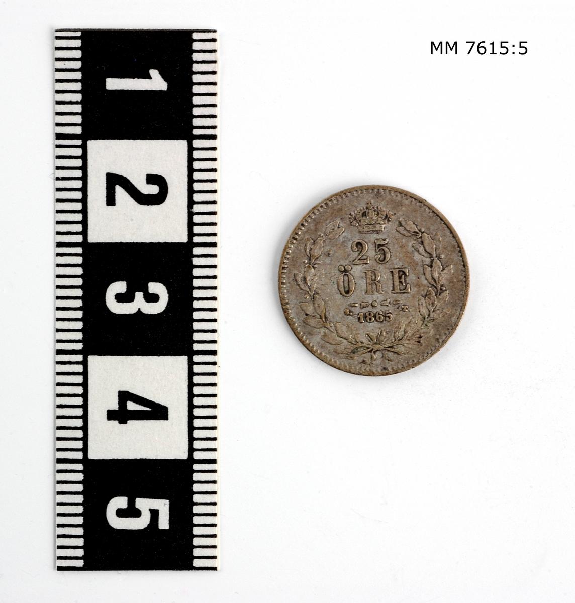 Mynt, svenskt, av silver. 25 öre från år 1865 Oscar II:s tid.