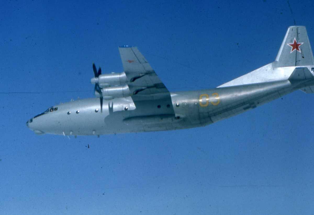 Russisk fly av typen Cub med nr. 03.