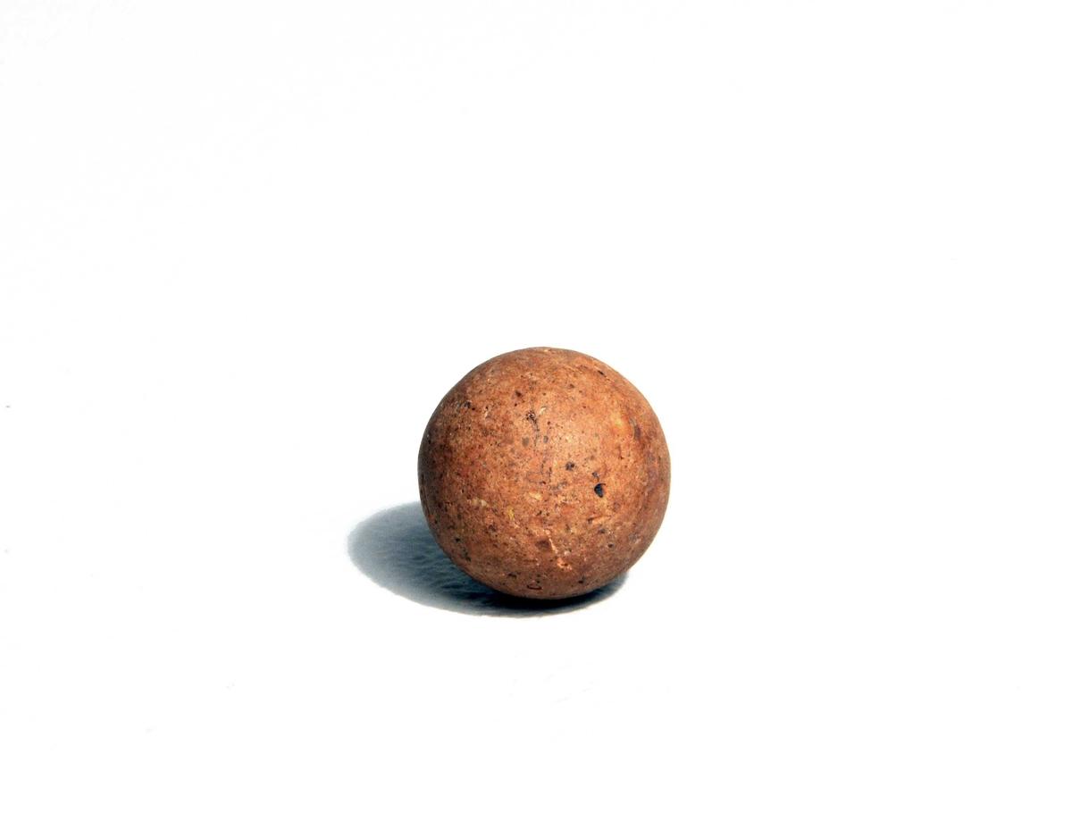 Form: Små kuleforma steinar.