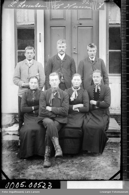 Gruppebilde av fire menn og tre kvinner.