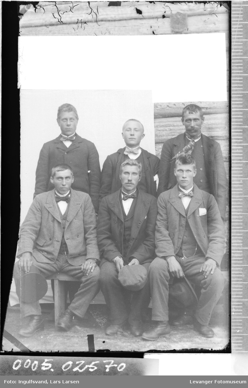 Gruppebilde av seks menn.