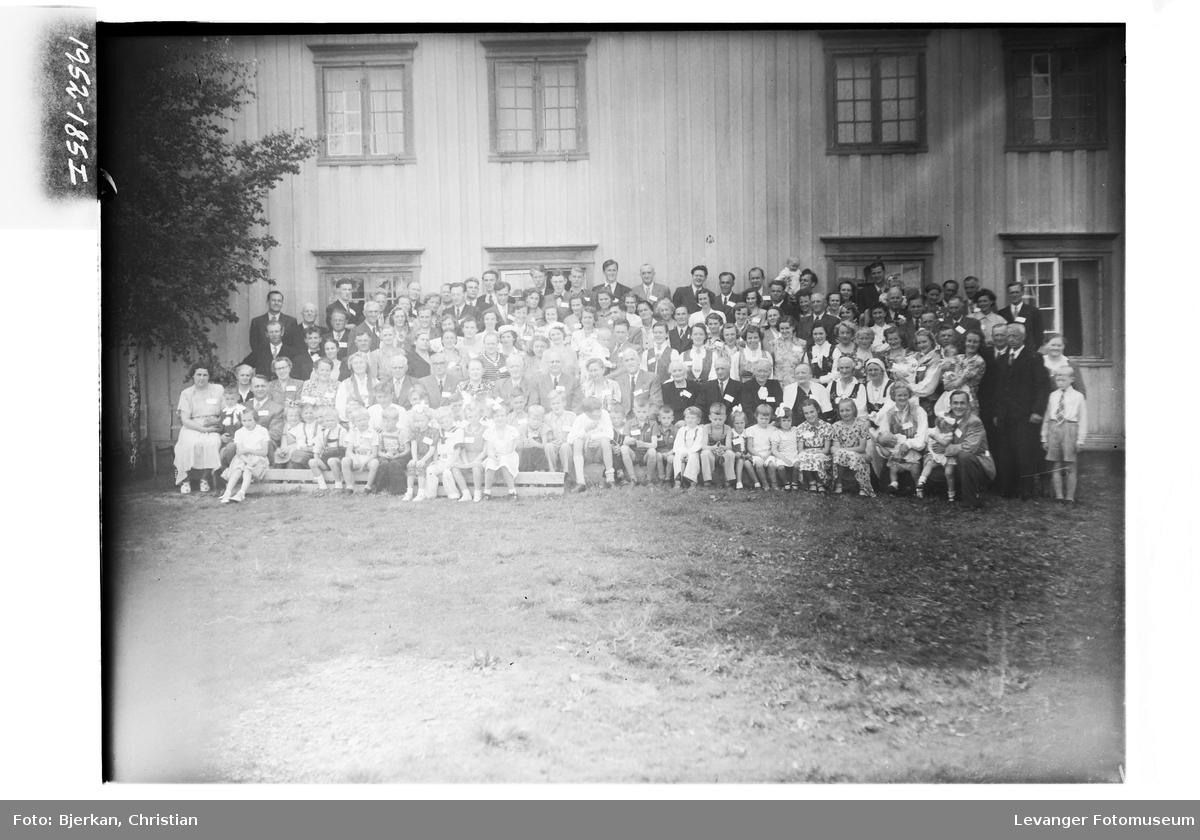 Slektstevne på Okkenhaug, Frol