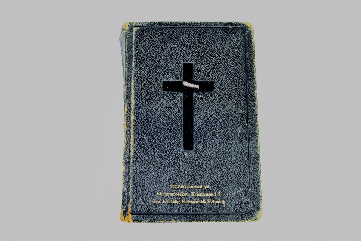 En liten, sort bibel. Utgitt av Det Norske Bibelselskapsforlag, Oslo, 1930.