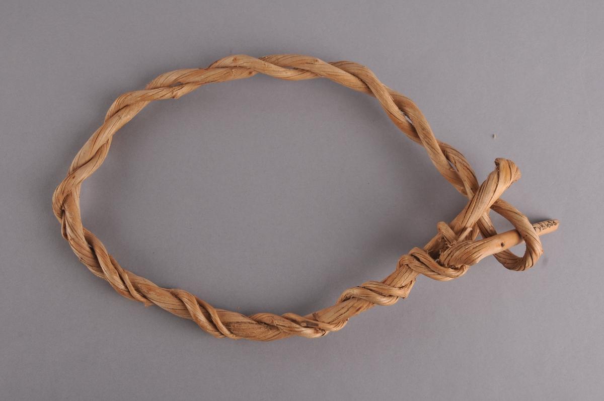 Kvist av bjørk (vidje) som er snodd, vridd og lagt dobbelt og i ring slik at lykkja på midten og enden av kvisten dannar ein lås.
