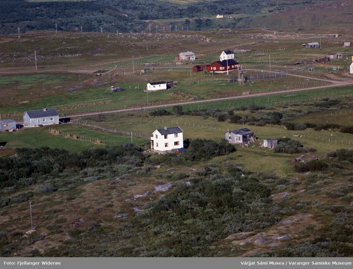 Flyfoto av Unjárga / Nesseby i Unjárgga gielda / Nesseby kommune, 1963.