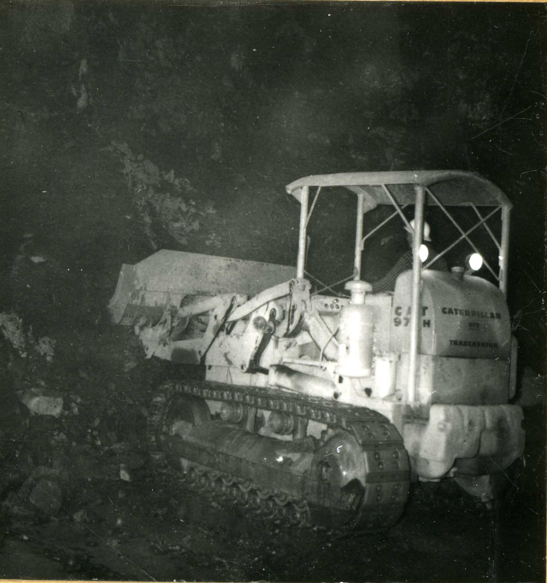 Tilløpstunnel frå Vesås. Maskinarbeid i tunnel