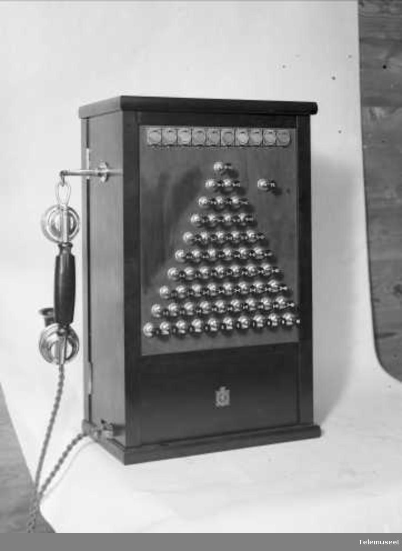 Telefonsentral, magneto trykknapp pyramideveksler, 10 lj, Elektrisk Bureau.