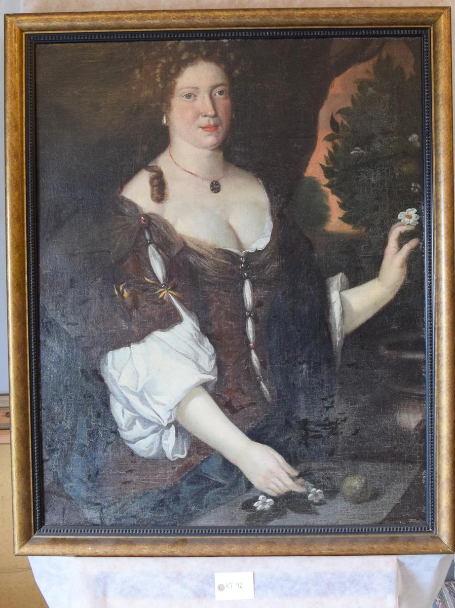 Halvportrett av kvinne.