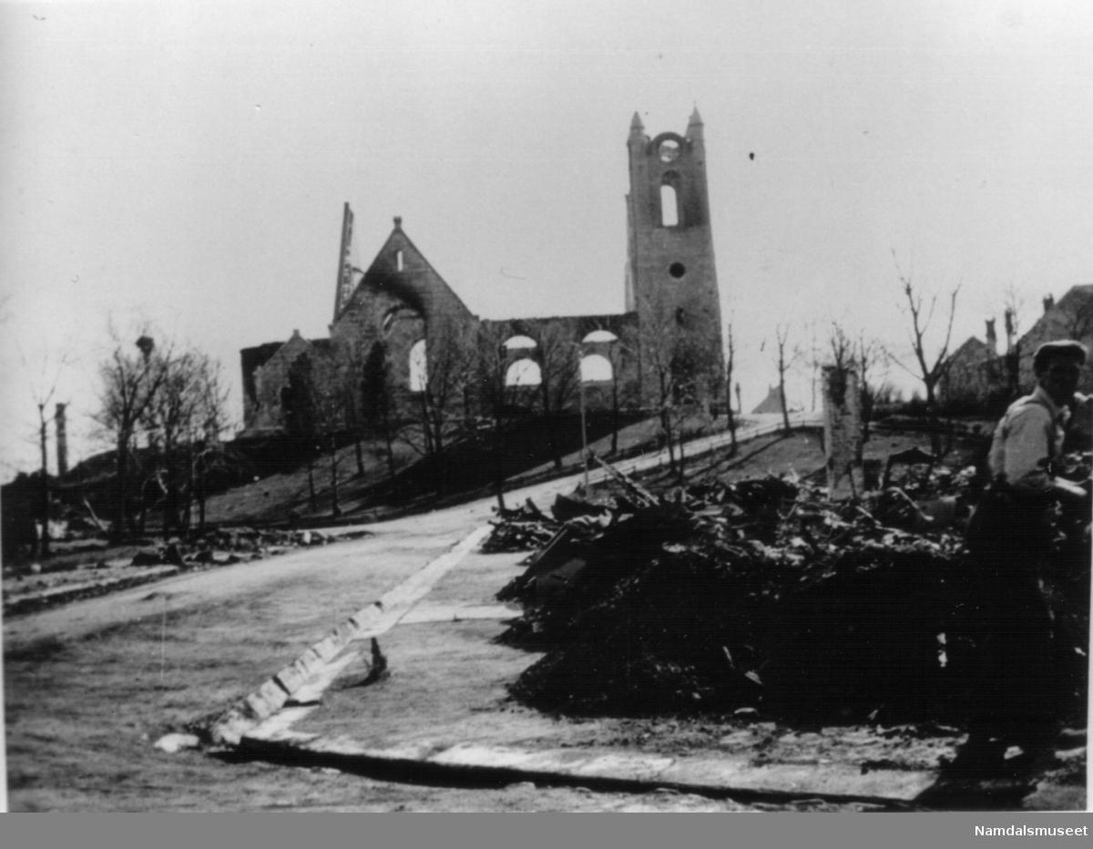 Namsos kirke etter bombingen 20.04.1940.