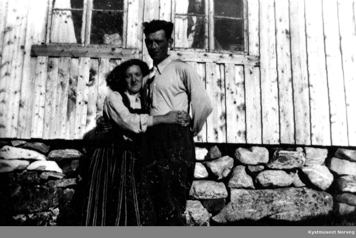 Par ved hytte.