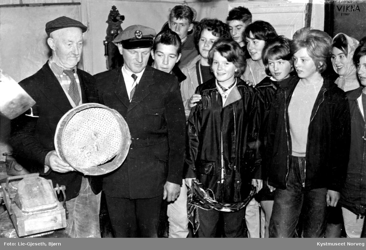 Rørvik, Ungdomsskoleklasse fra Rørvik på besøk hos Paul Woxeng
