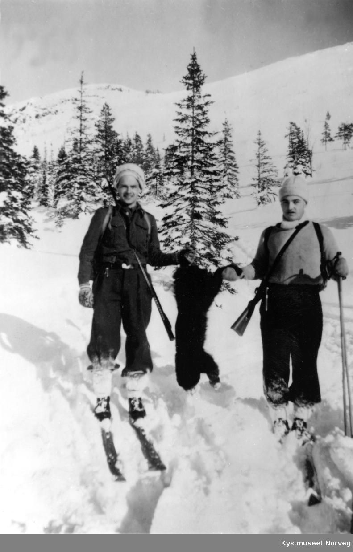 Ingulf Hals og Harald Aunet med skutt jerv