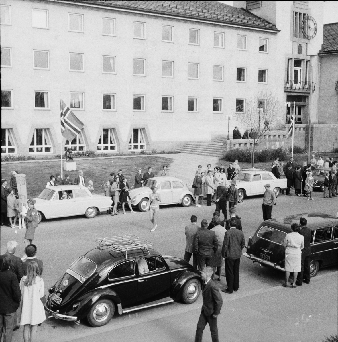 17. mai. Elverum.  1960-tallet.  Russetog, Storgata.