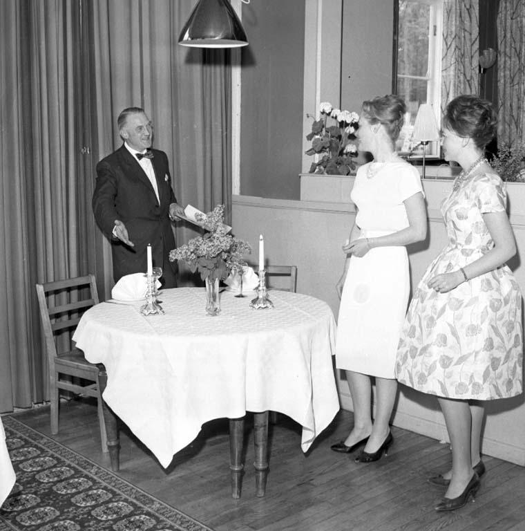 "Enligt notering: ""Semesternummer Gergils Mannekänger juni -60""."