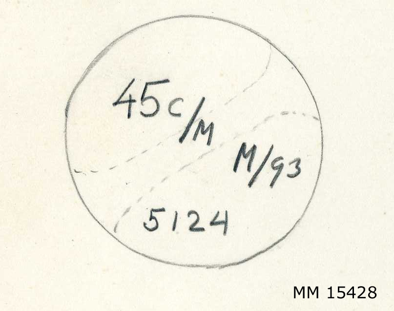 """Behållare av mässing till tändrör för 45 cm torped. Hylsan består av ett mässingsrör med ett skruvlock. Skruvlocket har ett handtag. På locket står """"45c/m  M/93  5124""""."""