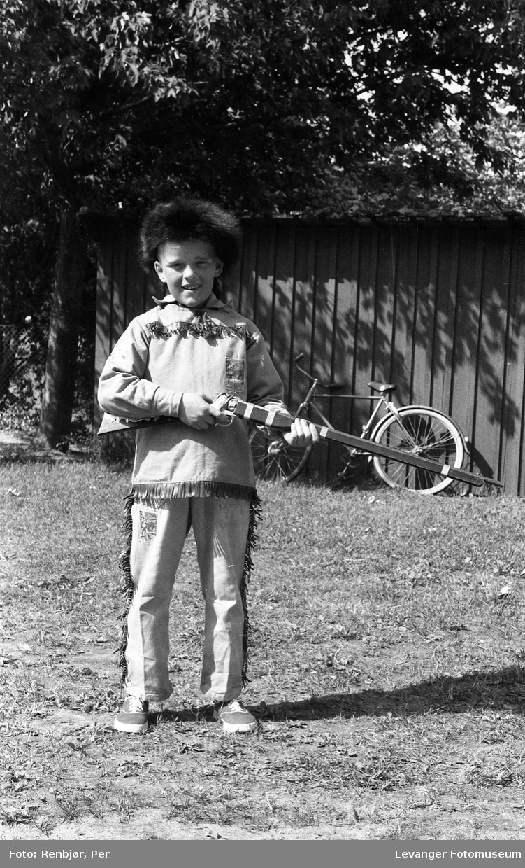 Barnas dag, Levanger gutt utkledd som Davy Crockett.