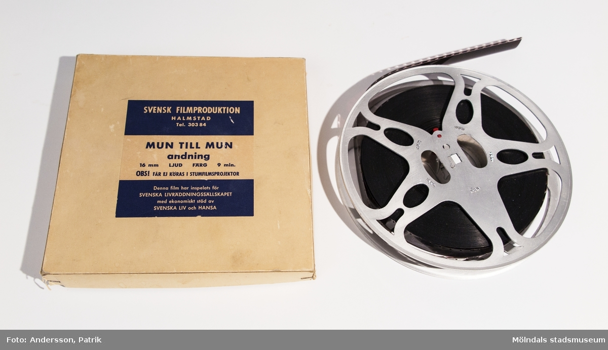 16 mm ljud- & färgfilm. Akt 2. Mun till mun-andning.