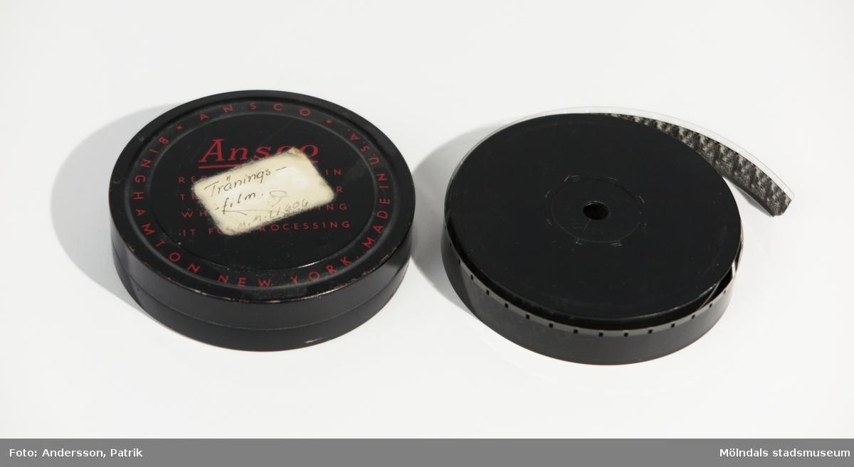"""16 mm. film. """"Träningsfilm"""". Ligger i en plåtdosa."""