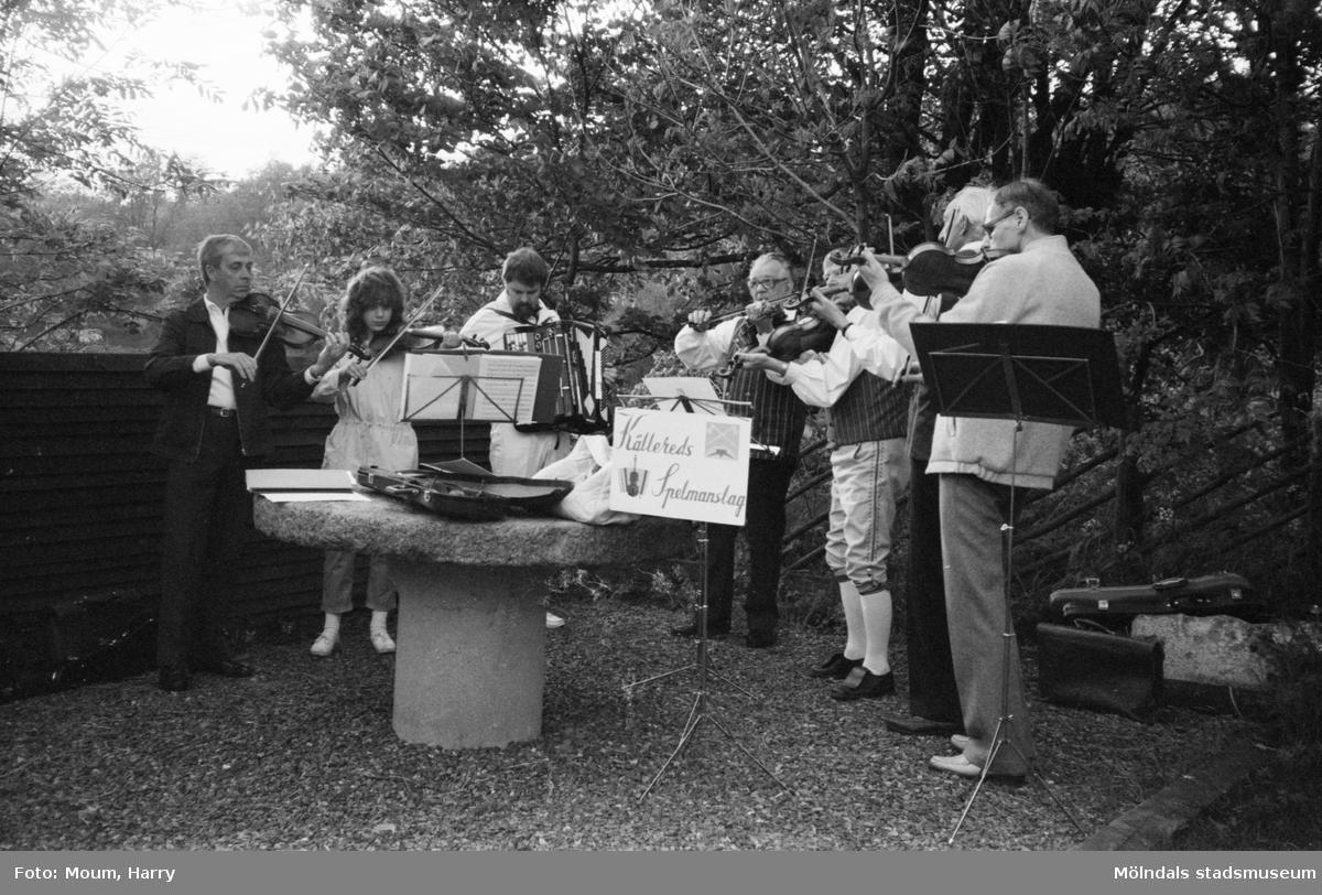 Gammeldans i Långåker, Kållered, år 1983. Kållereds spelmanslag.  För mer information om bilden se under tilläggsinformation.