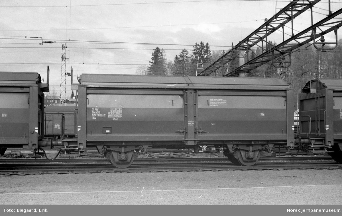 Godsvogn med skyvetak litra Tis nr. 577 6006 på Ski stasjon